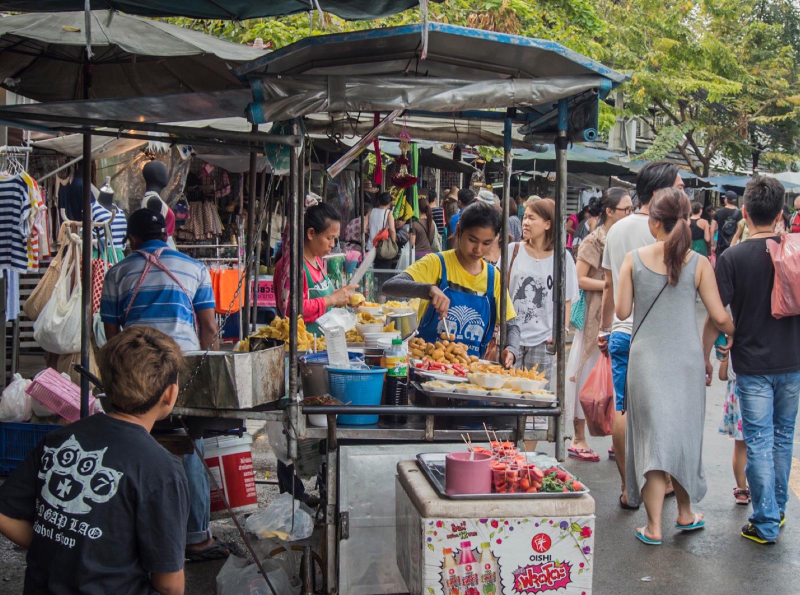 Bangkok: Chatuchak Weekend Market Food Stalls  bluebalu ...