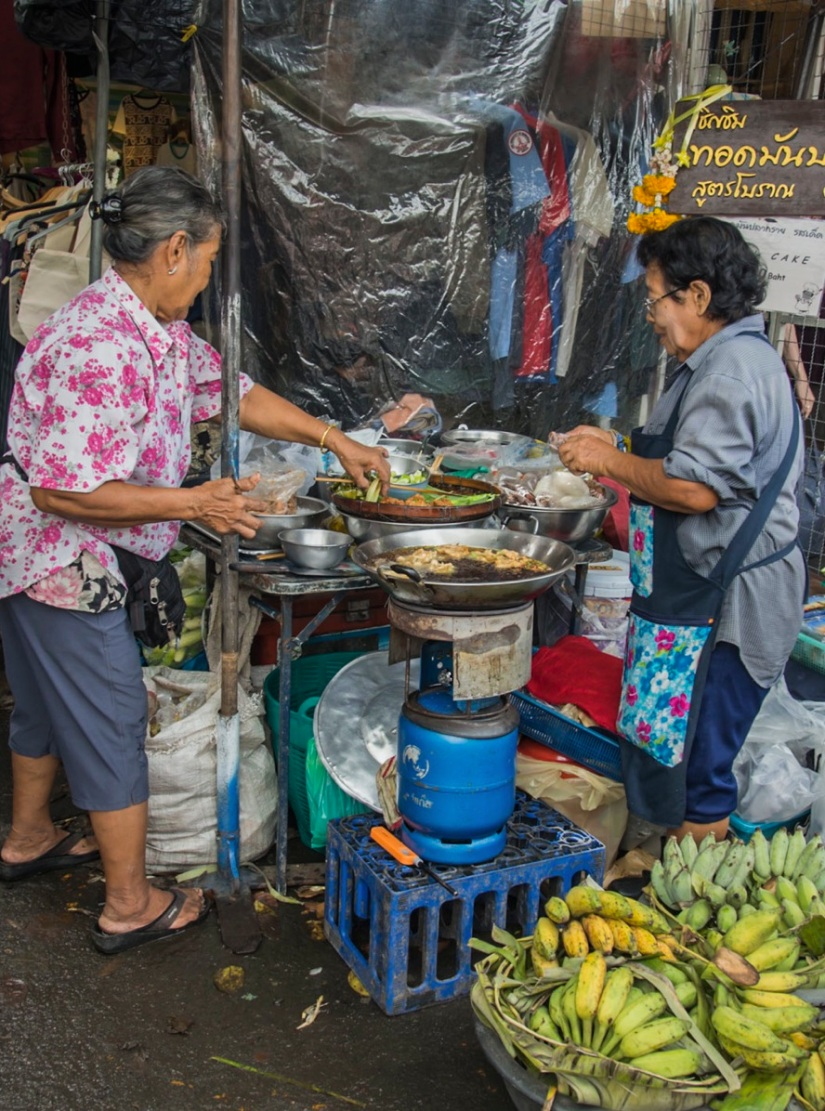 Bangkok Chatuchak Weekend Market Food stall 2