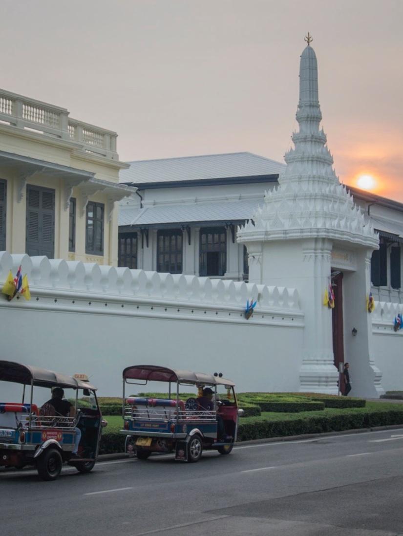 Bangkok Tuk Tuk 2 in front of Wat Phra Kaew