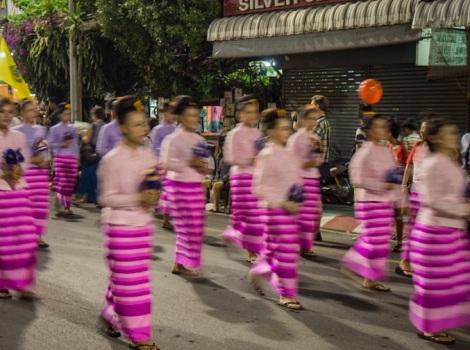 Loy Krathong and Yi Peng Parade Chiang Mai 2012-1