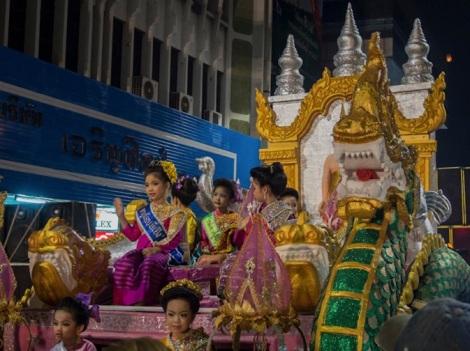 Loy Krathong and Yi Peng Parade Chiang Mai 2012-3