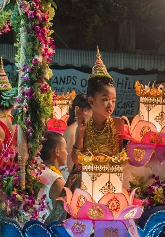 Loy Krathong and Yi Peng Parade Chiang Mai 2012-4