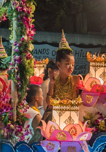 Loy Krathong and Yi Peng Parade Chiang Mai 2012-4
