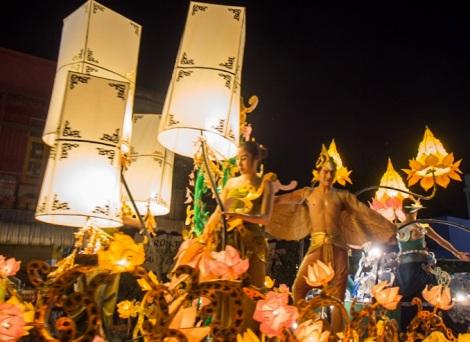 Loy Krathong and Yi Peng Parade Chiang Mai 2012-7