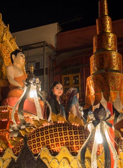 Loy Krathong and Yi Peng Parade Chiang Mai 2012-8