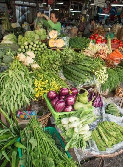 Chiang Mai market daytime 1