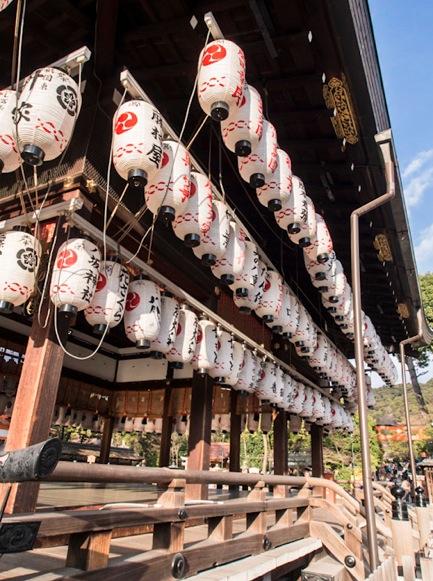 Yasaka Shrine in Gion Kyoto 4