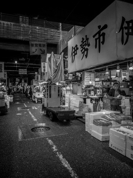 B&W Tsukiji Fish Market 1
