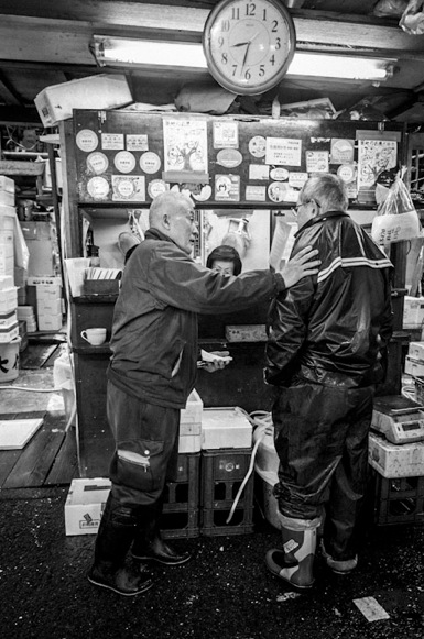 B&W Tsukiji Fish Market 2