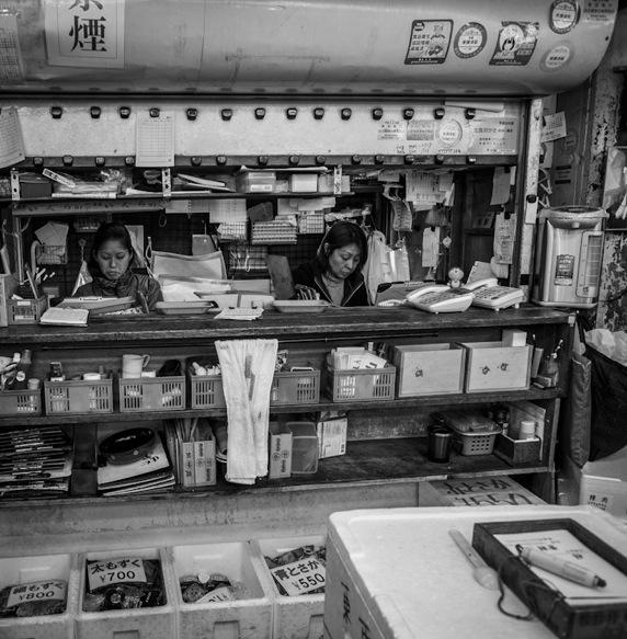 B&W Tsukiji Fish Market 3