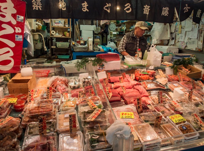 Tokyo tsukiji fish market bluebalu living in hong kong for Tsukiji fish market japan