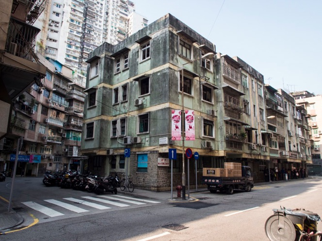 Walking through Macau Dec 2013 Houses 3