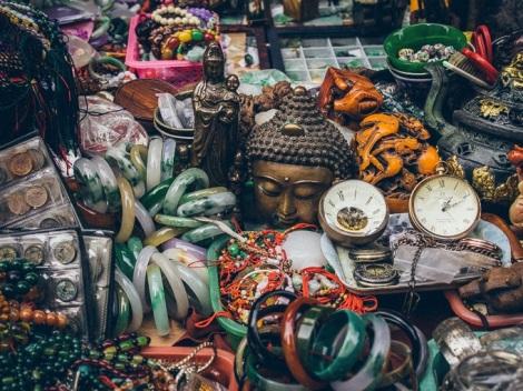 Walking through Sham Shui Po - Flea market
