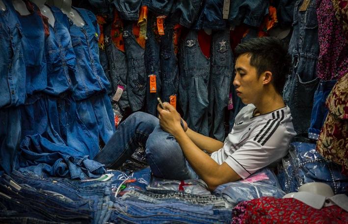 Hanoi phone at the market