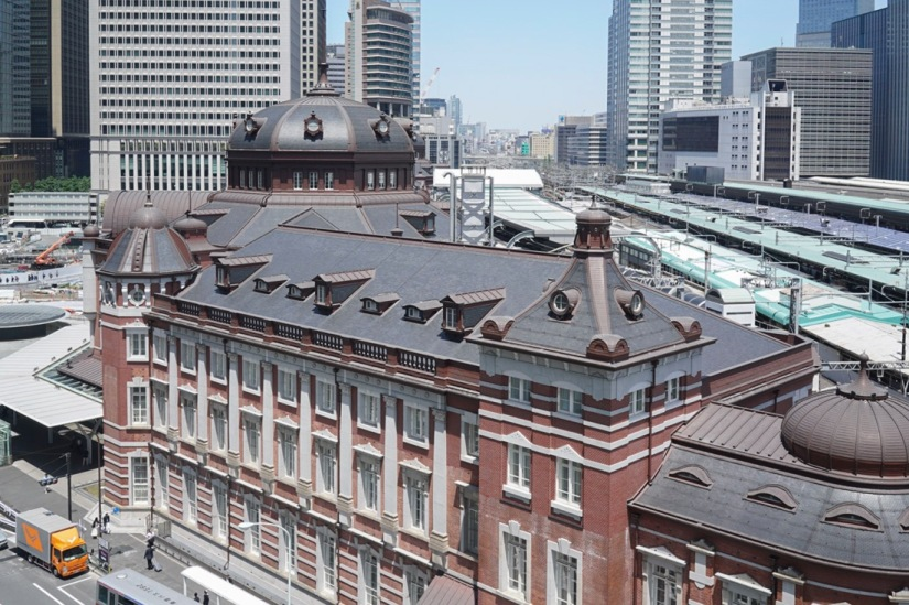 Tokyo Station from Kitte May 2016-1