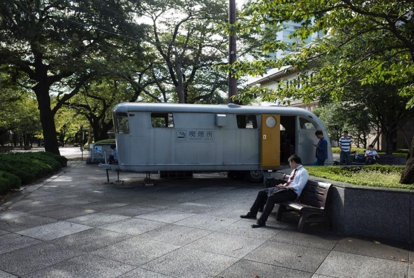 Tokyo Yasukuni Jinja Shinto Shrine Sep 2015-9 Smokers